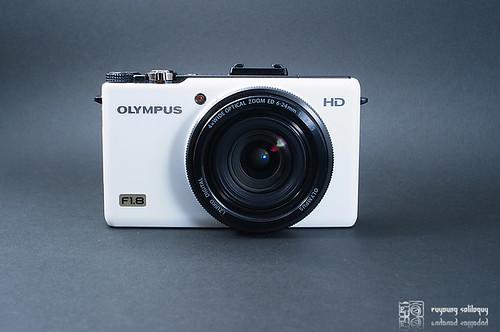 Olympus_XZ1_exterior_02