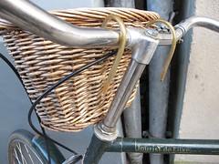 Man basket (Sandra Hoj / Classic Copenhagen) Tags: old green bike bicycle denmark europe basket small rusty raleigh mans danish mens wicker hunters touristdeluxe