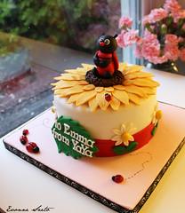 Ladybug on Sunflower [side] ({ Sweet Xpressions } Cake) Tags: daisies birthdaycake sunflower ladybug chicagospecialtycakescustomcakesfondantgumpaste