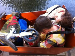 kids-asleep-bakfiets-canal (@WorkCycles) Tags: sleeping baby amsterdam bike kids canal henry cargobike bakfiets bakfiet workcycles bakfeits bakfeit