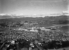 24; Aerial view of Lyall Bay, showing Centennial Exhibition and motorbike speedway - Circa 1940 (Wellington City Council) Tags: wellington historicwellington 1800s 1900s 1950s