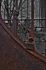 Oxido (Iaki Couceiro) Tags: door espaa canon spain puerta country oxido alava basque vasco hdr pais oxidado candado sobron 400d