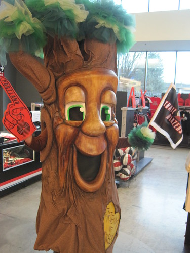 "FOT Mascot Garry Oak at Blazers ""Green Game"" April 3, 2011"