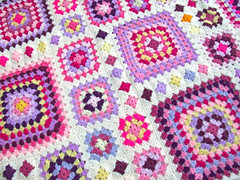shabby chic granny throw (Wool n Hook) Tags: crochet afghan throw grannysquare haken croche shabbychic tejer hkeln virka hkle ganchillo crochetblanket haakwerk hekle crochetthrow szydelkowac