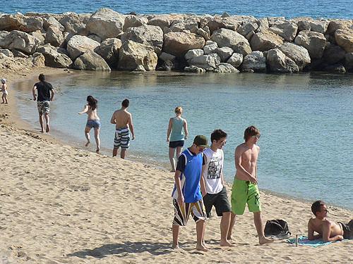 jeunes sur la plage.jpg