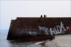 Auf der Mauer, auf der Lauer... (misanthrop10) Tags: wall strand graffiti sand meer wasser rgen ostsee mauer binz prora kdf