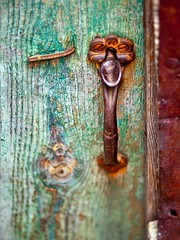 Shed Handle (jaxxon) Tags: detail macro green rural lens handle prime nikon focus rust dof bokeh decay rustic pad depthoffield micro fixed 28 365 mm nikkor peelingpaint f28 myfave vr afs 105mm 105mmf28 2011 d90 nikor project365 f28g gvr jaxxon jackcarson multifarious apicaday 105mmf28gvrmicro ayearinpictures nikond90 hpad 112365 project365112 nikkor105mmf28gvrmicro 365112 desklickr nikon105mmf28gvrmicro jacksoncarson jacksondcarson rustandgreen ayearinphotographs hpadw project3652011 2011yip 3652011 yip2011 2011ayearinpictures project3651122011 2011365112