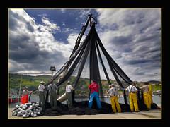 Sareak prestatzen (Javier Beristain) Tags: euskalherria gipuzkoa getaria arrantzaleak xakela sareak