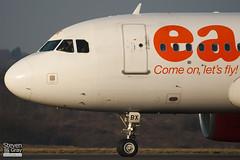 G-EZBX - 3137 - Easyjet - Airbus A319-111 - Luton - 110131 - Steven Gray - IMG_8671