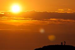tocados por el sol de la tarde (soybuscador) Tags: sunset sea espaa seascape primavera sol sanantonio marina atardecer spain nikon flickr gente abril personas ibiza dos cielo silueta siluetas 1104 baleares 2011 d90 puntagalera soybuscadorgmailcom