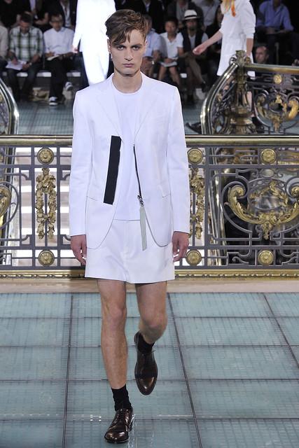 Oskar Tranum3078_SS11_Paris_Raf Simons(VOGUEcom)