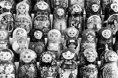 Les poupées russes font grise mine, par Franck Vervial