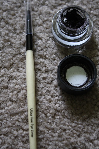 Bobbi Brown eyeliner and eyeliner brush