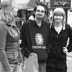 CHEGUEVAR. (Akbar Simonse) Tags: street girls boy people urban bw man holland netherlands amsterdam glasses zwartwit candid streetphotography lips piercings cheguevara streetshot fairplay straat rembrandtplein straatfotografie straatfoto mylipsaresealed straatfotograaf akbarsimonse