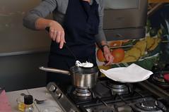 _DSC4477 (Fabio_Bianchini) Tags: italia persone fotografia acqua serie progresso cucina aceto cucinare adulto tenere bollito preparazione grembiule imparare freschezza caucasico carpacciodimanzo utensiledacucina ciboebevande solodonne stareinpiedi ambientazioneinterna soltantounapersona solounadonna soloadulti composizioneorizzontale sezionecentrale 4549anni adultoinetmatura immagineacolori fornellodacampeggio solounadonnamatura