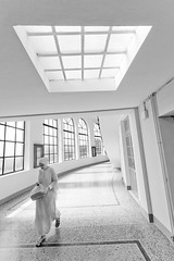 [ the white room ] ([ chang ]) Tags: people bw woman sun white black blanco geometric window person geometry walk negro bn finestra sole bianco nero wwwriccardoromanocom