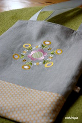 tote bag BEES & FLOWERS (ullireh) Tags: embroidery sewing stitching rehkoenigin