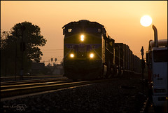 Sunrise at CP Oak (K-Szok-Photography) Tags: kenszok canon canondslr canon5d sunrise unionpacific ge trainsinaction alltrains pomona california socal outdoors backlight lowlight locomotives locomotive inlandempire canon70200f4l alltypesoftransport