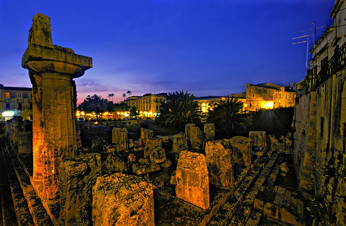 Temple of Zeus, Siracusa, at night - Copyright by Martin Liebermann