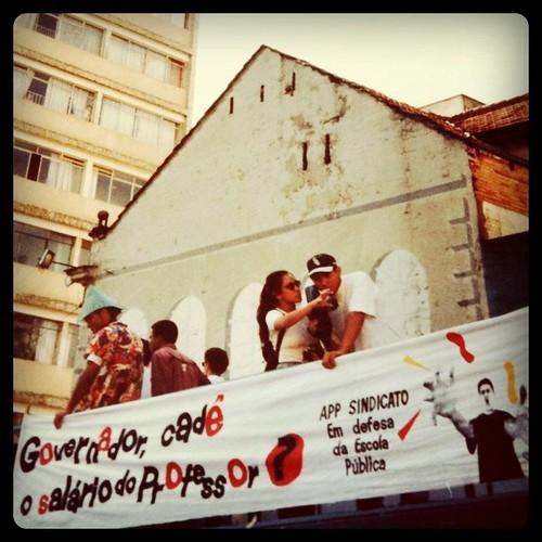 Durante meu primeiro estágio, entrevistando manifestantes em cima de um carro de som #diadojornalista