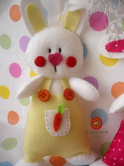 Sabicho (mariafloratelier2) Tags: rabbit easter pscoa feltro coelho fitas botes