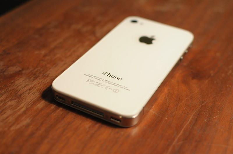 5618119462 1986c9be37 b iPhone 4 branco dentro de duas semanas?