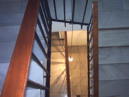 Hueco de la escalera . Espacio escultórico. by SUSO BASTERRECHEA