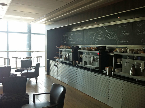 Free Coffee, Snacks and Meals at Club World in Heathrow