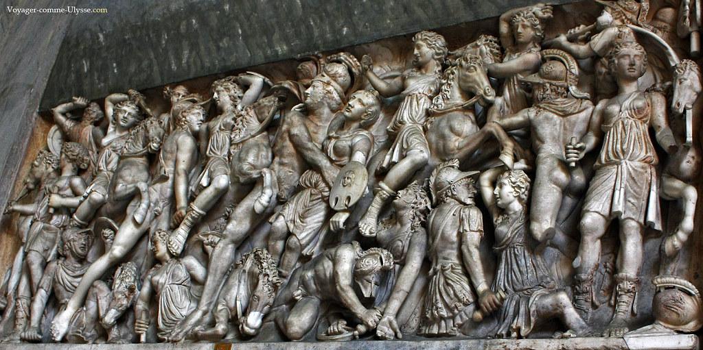 Magnifique bas relief romain