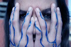 (Laura Andreu Sedeo) Tags: blue girl canon painting eyes hands chica blueeyes manos ojos veins pintura ojosazules venas temperas eos1000d