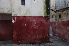 Medina Tanger (LichtEinfall) Tags: maroc medina altstadt marokko komposition tanger gasse raperre maroc334a1024
