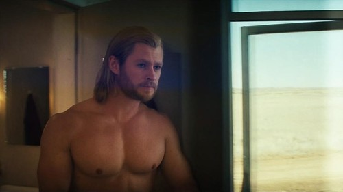 105 Chris Hemsworth picture