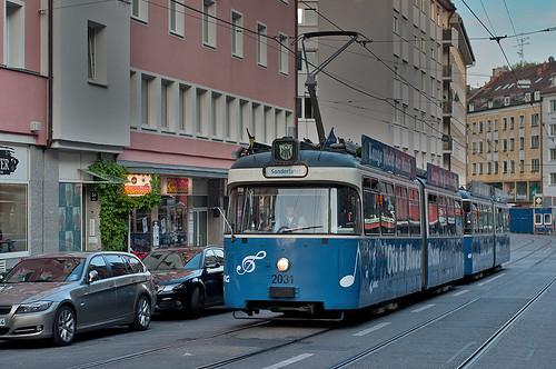 P-Wagen 2031 als Ois-is-Blues-Tram in der Müllerstraße