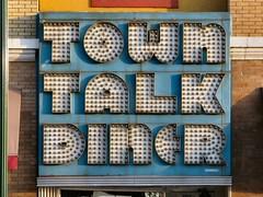 Town Talk Diner (altfelix11) Tags: minnesota minneapolis lakestreet vintagesign bulbsign towntalkdiner vintagebulbsign