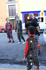 Cascabeles (linkogecko) Tags: city party mxico de dead mexico downtown day fiesta traditional centro ciudad dia parade desfile oaxaca muertos mexique tradition da 2009 tradicion tradicin messico tradicional tradiciones comparsa jurez jjuarez