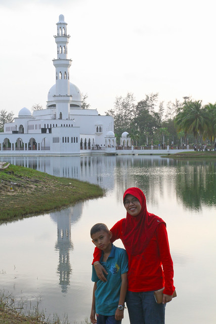 Cembam n Haziq Floating Mosque