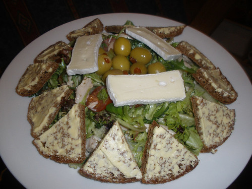 Chicken salad with rye bread, brie and olives