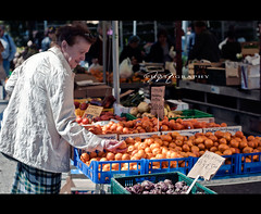 Shopping at the market -oranges and tangerines (*Marta) Tags: fruits shopping colorful farmersmarket market culture tangerines fresh produce citrus oranges oudoormarket whatgettywants gettyimageswants gettywants italianmarketitaly