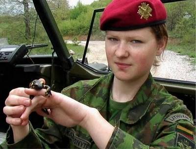 Military_Women_26