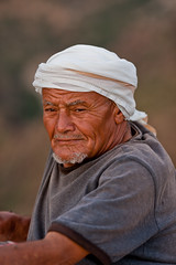 portrait of a old man in the  villages of burra mountains-yemen (anthony pappone photography) Tags: pictures portrait people selfportrait mountains digital canon photography photo photographer faces image photos expression retrato picture culture arab portraiture arabia yemen ritratti ritratto портрет photograher चित्र arabs arabo yemeni phototravel mountainvillage yaman 肖像 صورة medioriente arabie jemen arabiafelix arabianpeninsula يمني 也門 harazmountains manakha йемен 공화국 yemenpicture yemenpictures 아랍 यमन 예멘 mark5dii mediorient mountainharaz burramountains
