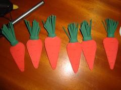 """cenouras de EVA (a_legria """"Aline"""" ; )) Tags: eva páscoa coelho casinha cenoura"""