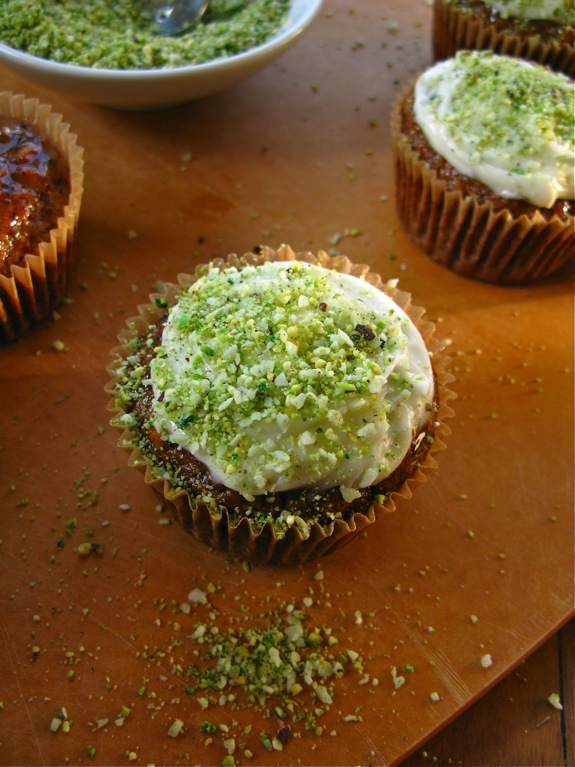 easter carrot cupcakes ginger pistachio 007