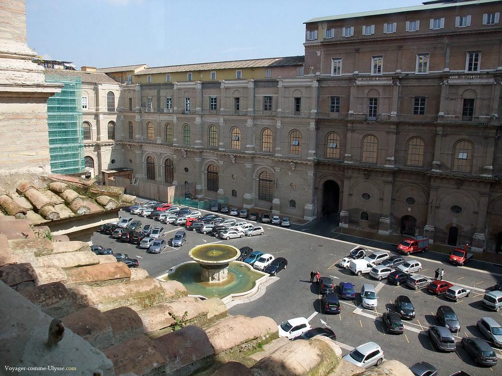 La Cour du Belvedere sert de Parking