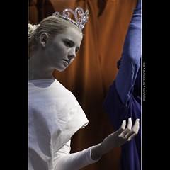 Koninginnedag: White (Bas Lammers) Tags: blue red portrait people orange white holland macro dutch amsterdam statue canon blauw flag nederland portret rood wit vondelpark standbeeld oranje koninginnedag mensen vlag 2011 50d queesnday