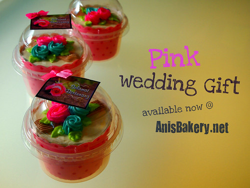 Cupcakes wedding gift @ AnisBakery.net
