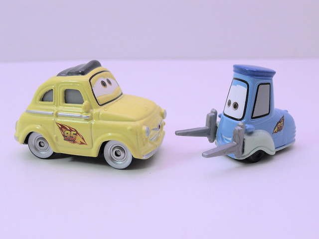 disney cars 2 movie doubles race team luigi and guido and uncle topolino (2)