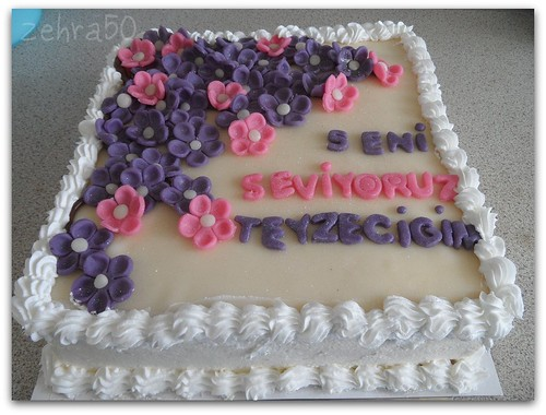 Mor cicekli yas pasta