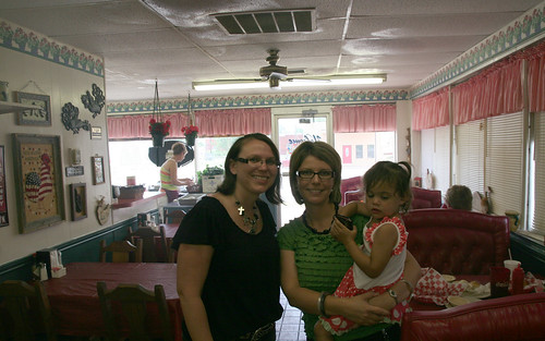 Kaidence and I have lunch with Jennifer Lane at Gandy