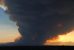 Las Conchas Fire New Mexico (Ilhuicamina) Tags: sunset newmexico santafe smoke ash fires picnik forestfires losalamos lasconchasfire