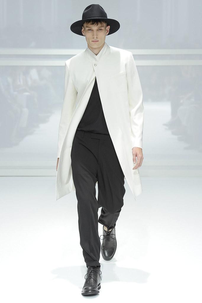 SS12 Paris Dior Homme011_Aiden Andrews(VOGUEcom)